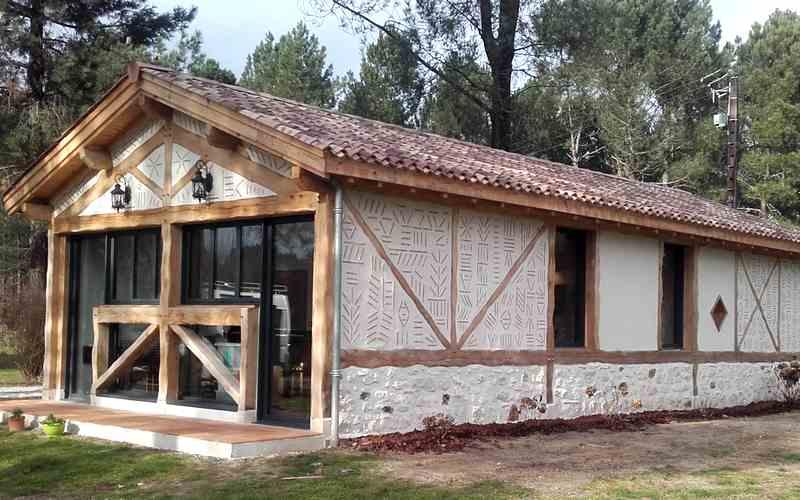 Charpente couverture zinguerie terrasse for Maison bois aquitaine